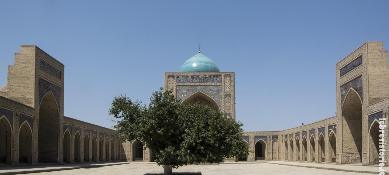 Il cortile della moschea Kalyan