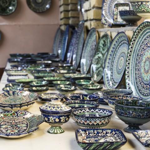 Alcune delle stupende ceramiche blu della valle di Fergana