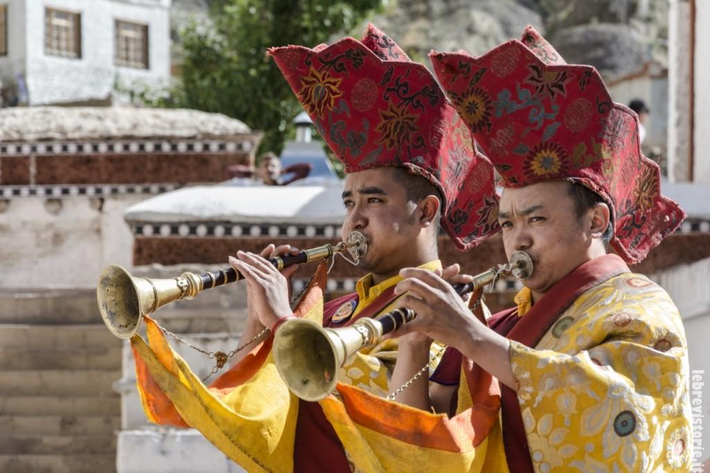 I suonatori durante il festival di Hemis sono tra i principali protagonisti